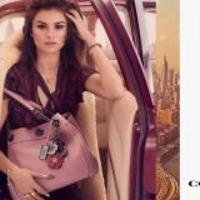 Селена Гомес в рекламе аксессуаров Coach