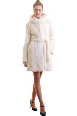 Норковая шубка цвета снежной ванили с капюшоном