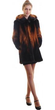 Модная шуба из норки с капюшоном цвет огненного деграде