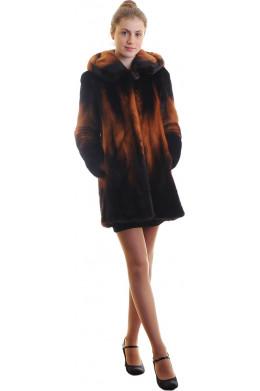 Модная норковая шуба цвета огненного деграде
