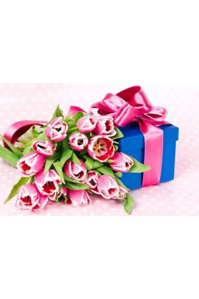 Сюрпризы и подарки к 8 Марта