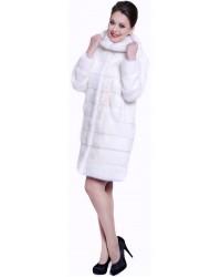 Модная шуба из норки поперечки с капюшоном белого цвета
