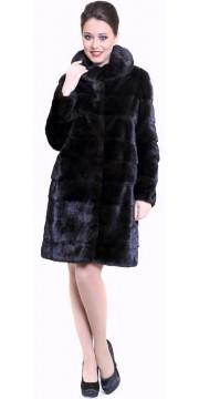 Модная норковая шуба поперечка с капюшоном цвета махагон