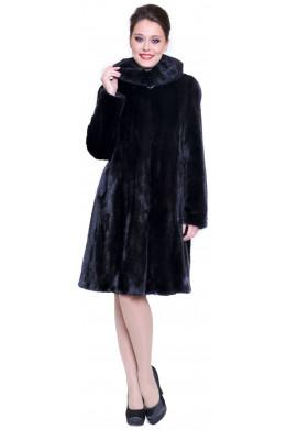 Модная норковая шуба расклешенного кроя цвета махагон