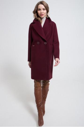 Демисезонное пальто цвета вина