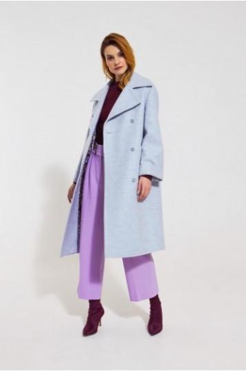 Демисезонное пальто голубого цвета