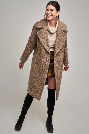 Демисезонное пальто цвета бежевого