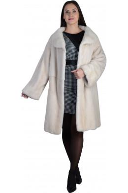 Модная норковая шуба молочного цвета с круглым воротником