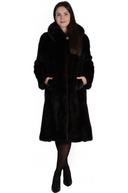 Модная норковая шуба с карманами и капюшоном оттенка махагон