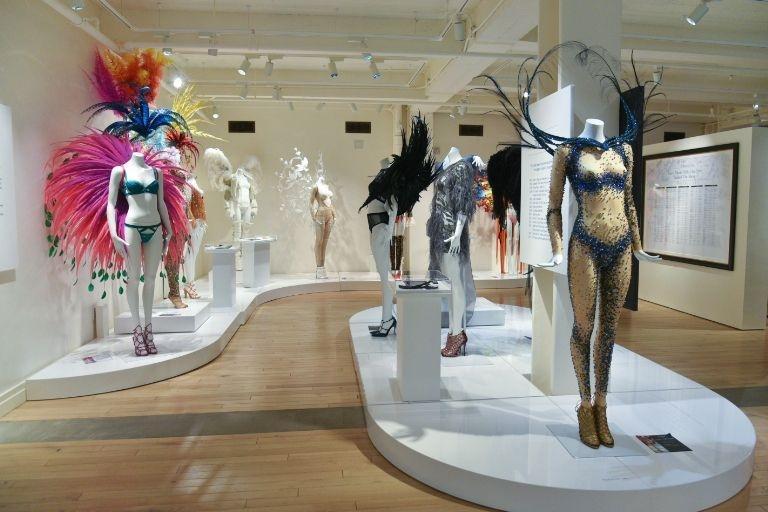 Музейные экспонаты Victoria's Secret в Нью-Йорке