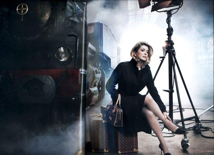 Очаровательная Катрин Денев в рекламе аксессуаров Louis Vuitton