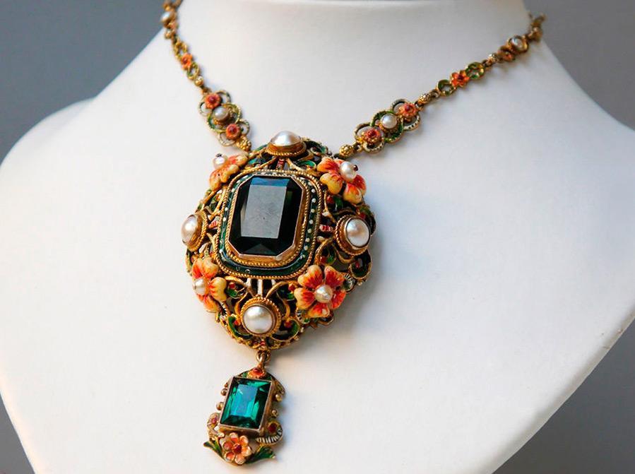 Ювелирные изделия, декорированные эмалью